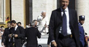 """El Vaticano critica la concesión del Nobel al """"padre"""" del primer bebé probeta"""
