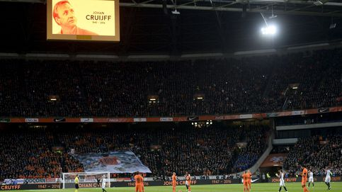 El emotivo homenaje del Amsterdam Arena en memoria de Johan Cruyff