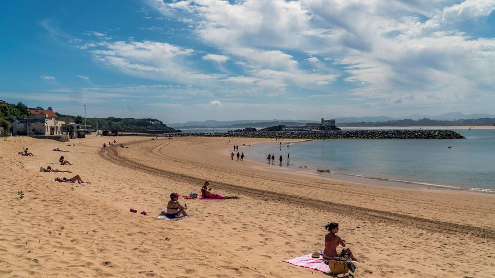 Foto: Así estaba la playa de la Magdalena esté lunes por la mañana. (EFE)