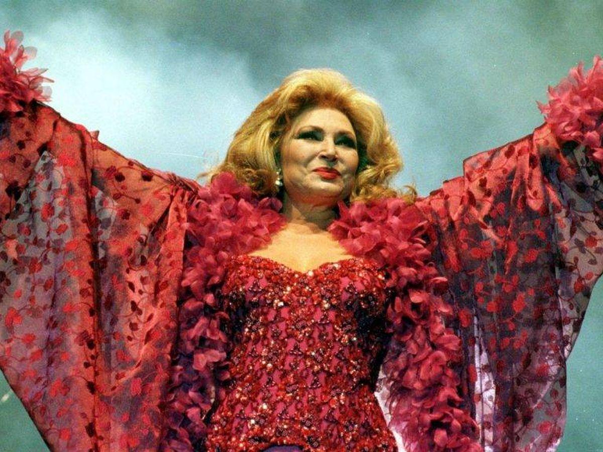 Foto: Rocío Jurado, durante una actuación en los años 2000. (EFE)