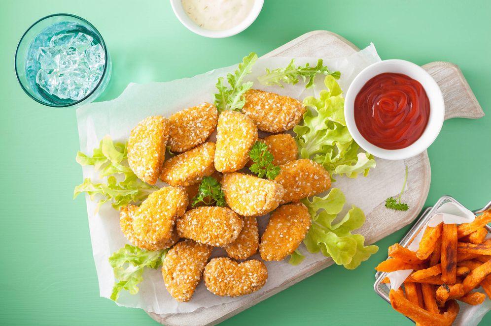 Foto: Nuggets de soja con patatas fritas. (iStock)