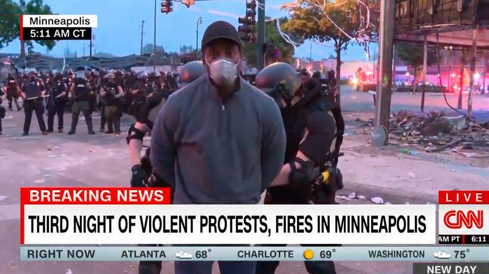 Foto: Omar Jimenez, periodista de la CNN, fue detenido en directo ante las cámaras (Foto. Twitter)