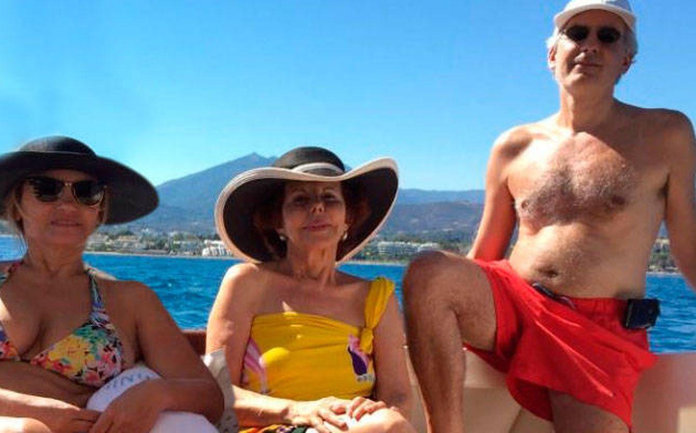 Foto: Patricia Llosa con su hijo y su nuera en Marbella