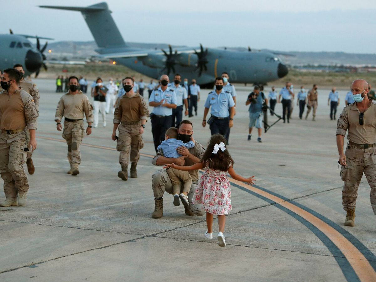 Foto: Militares españoles regresan en un A400M de su misión en Afganistán. (EFE)