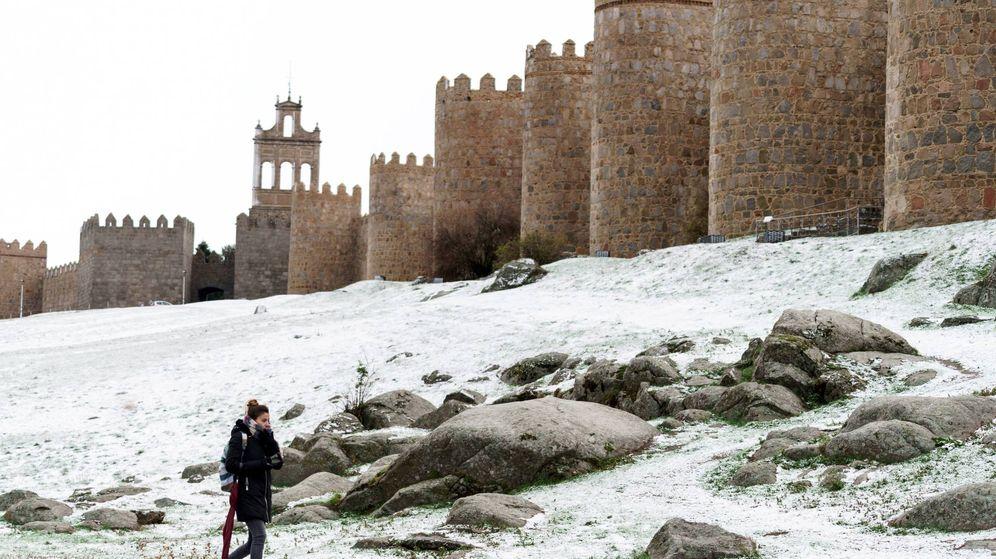 Foto:  La muralla de Ávila hoy cubierta de nieve. (EFE)