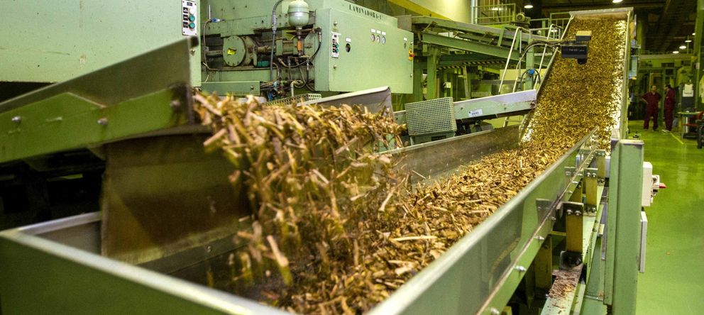 Foto: Proceso de fabricación de tabaco en la empresa Altadis en La Rioja, que exporta un 35% de su producción (Efe)