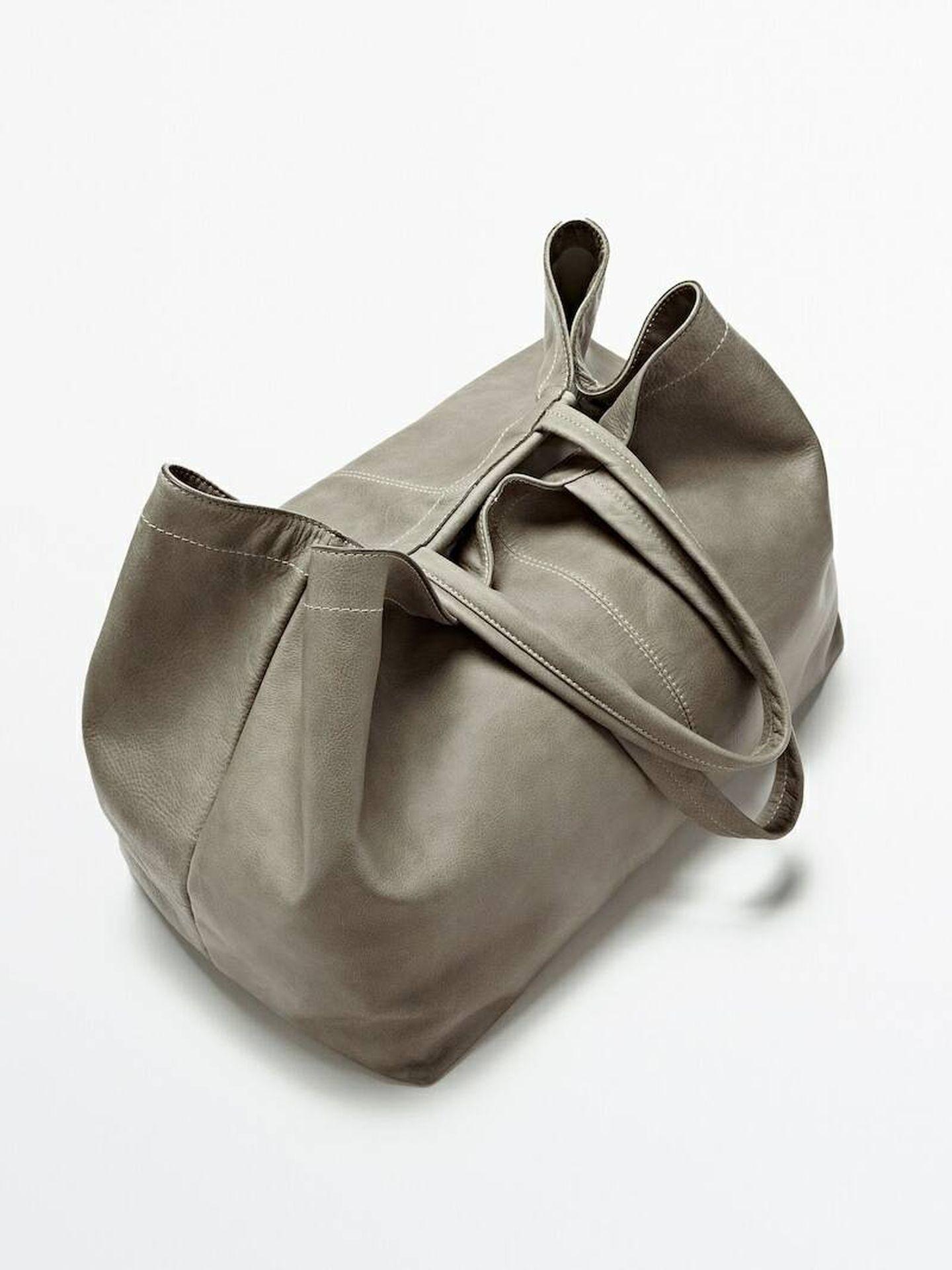 Bolso de piel de Massimo Dutti. (Cortesía)