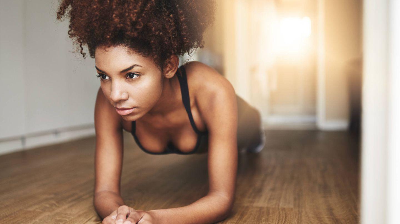 La plancha es un ejercicio muy completo. (iStock)