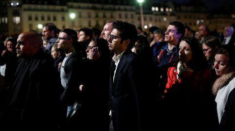Incendio de Notre Dame: cánticos y rezos acompañan las últimas tareas de extinción