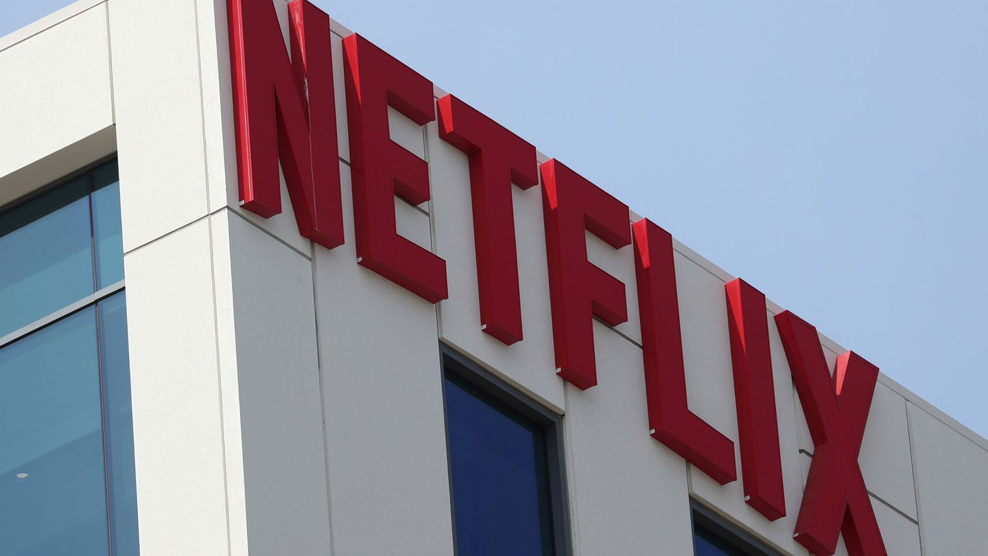 FILE PHOTO: The Netflix logo is seen on their office in Hollywood, Los Angeles, California, U.S. July 16, 2018. REUTERS Lucy Nicholson File Photo