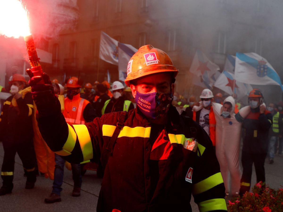 Foto: Trabajadores de Alcoa San Cibrao en octubre. (EFE)
