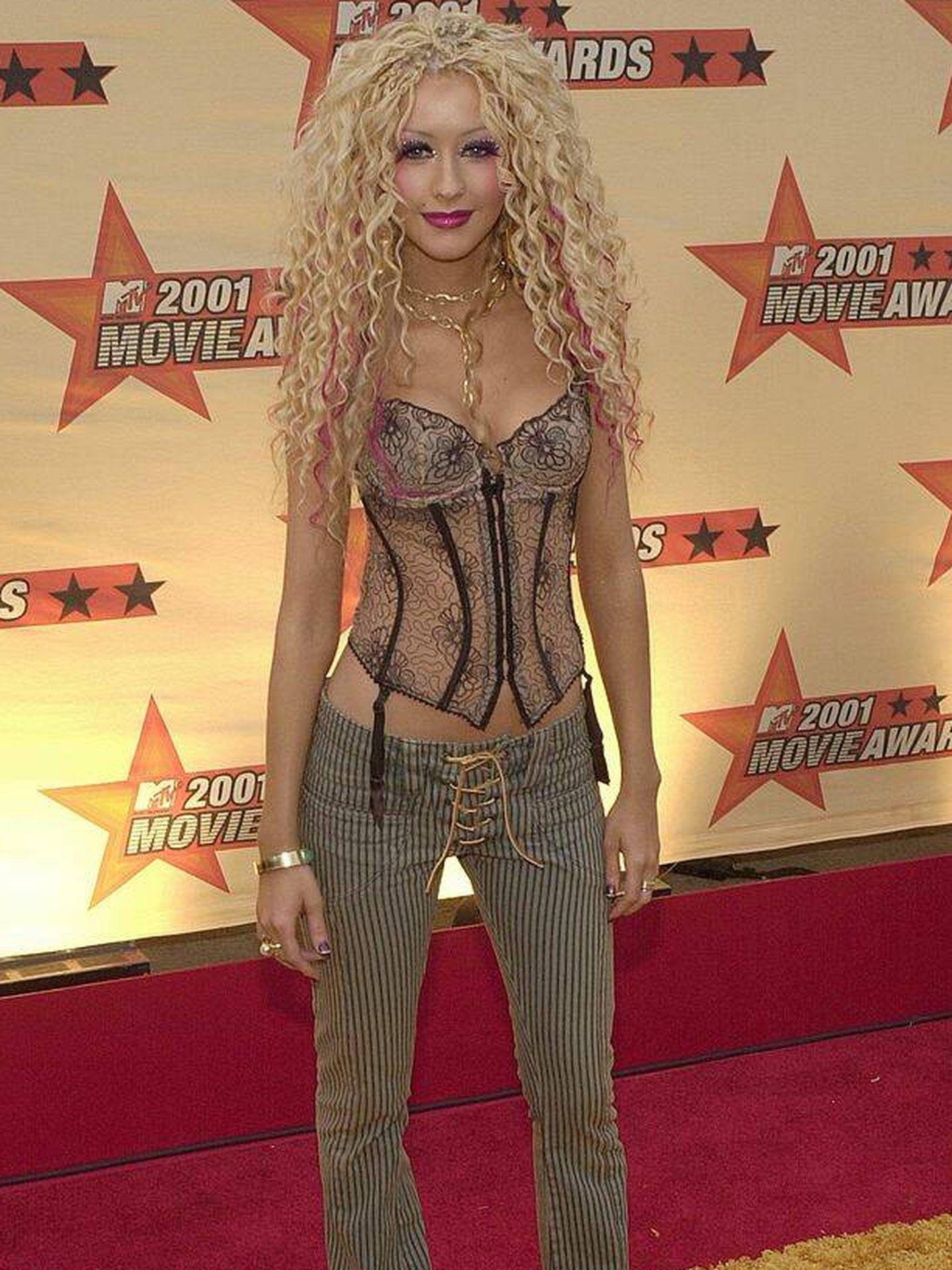 Christina Aguilera en 2001, en la alfombra roja de los MTV Movie Awards. (Getty)