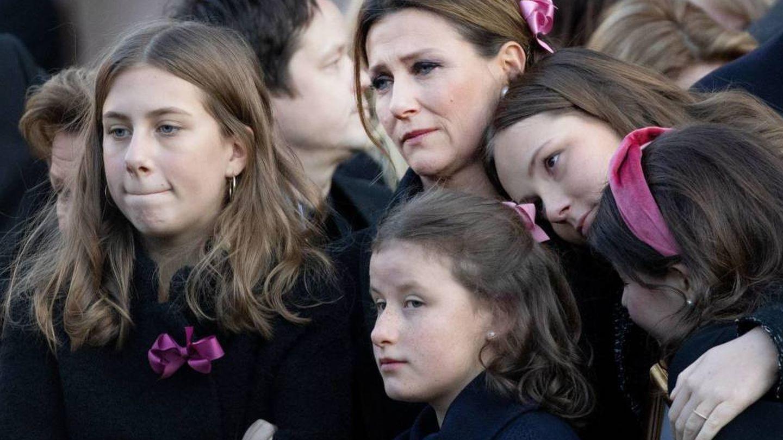 Marta Luisa con sus hijas, en el funeral de Ari Behn. (Cordon Press)