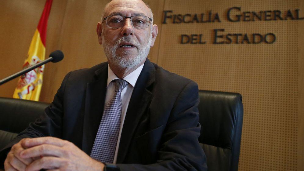 Foto: El fiscal general, en su comparecencia para dar cuenta de la dimisión de Moix. (EFE)