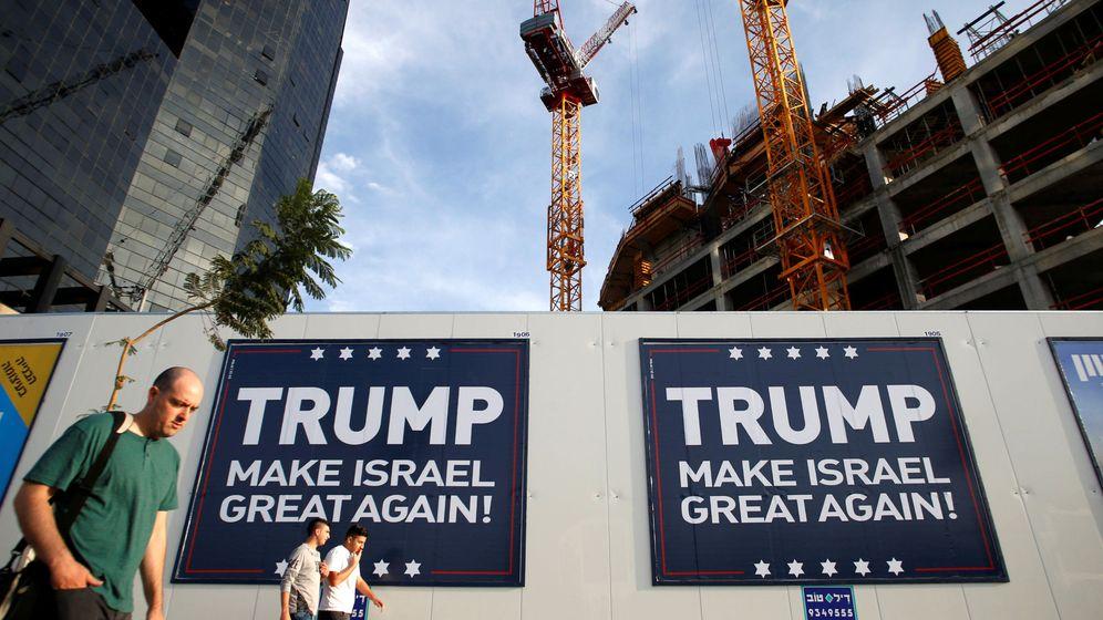 Foto: Carteles pro-Trump en un muro de Tel Aviv, Israel, el 14 de noviembre de 2016 (Reuters)