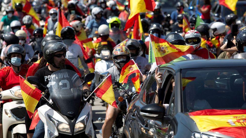 Foto: Caravana de Vox convocada en Málaga. (EFE)