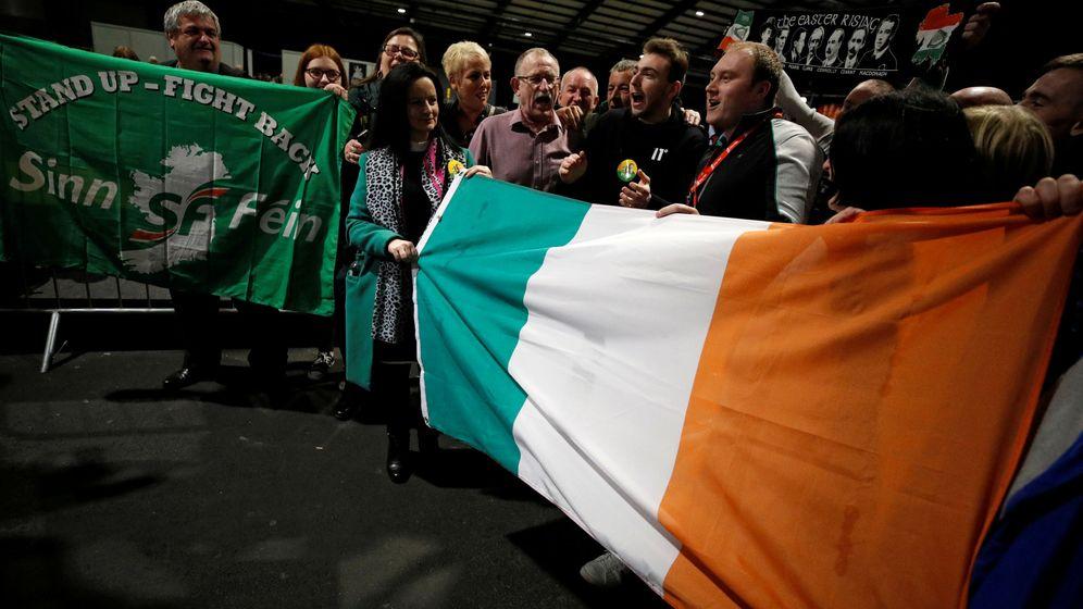 Foto: Foto de archivo: partidarios del Sinn Féin en Dublín durante las elecciones del pasado febrero. (Reuters)