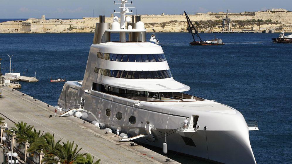 Foto: Este superyate, de 300 millones de dólares, pertenece al multimillonario británico Andrey Melnichenko. (Reuters)