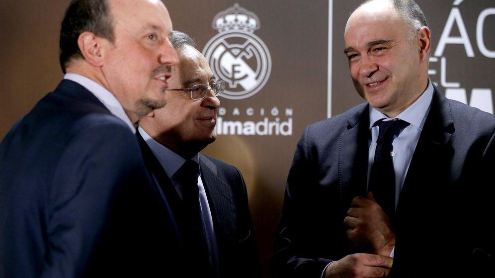 Foto: Florentino Pérez, entre Rafa Benítez y Pablo Laso. (Efe)