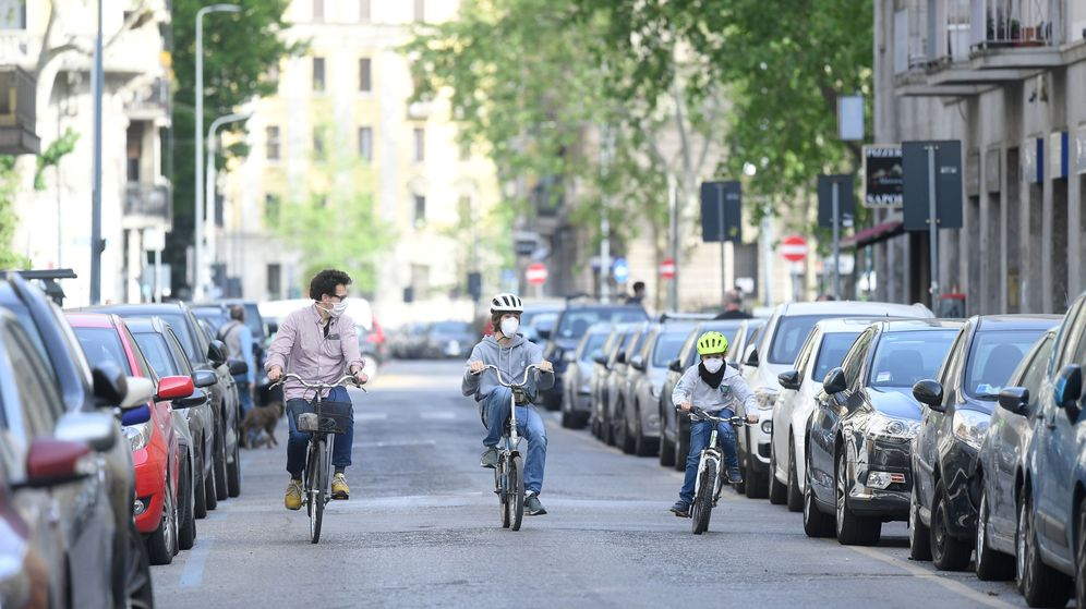 Foto: Milán quiere devolver las calles a peatones y ciclistas tras la pandemia (Reuters/Daniele Mascolo)
