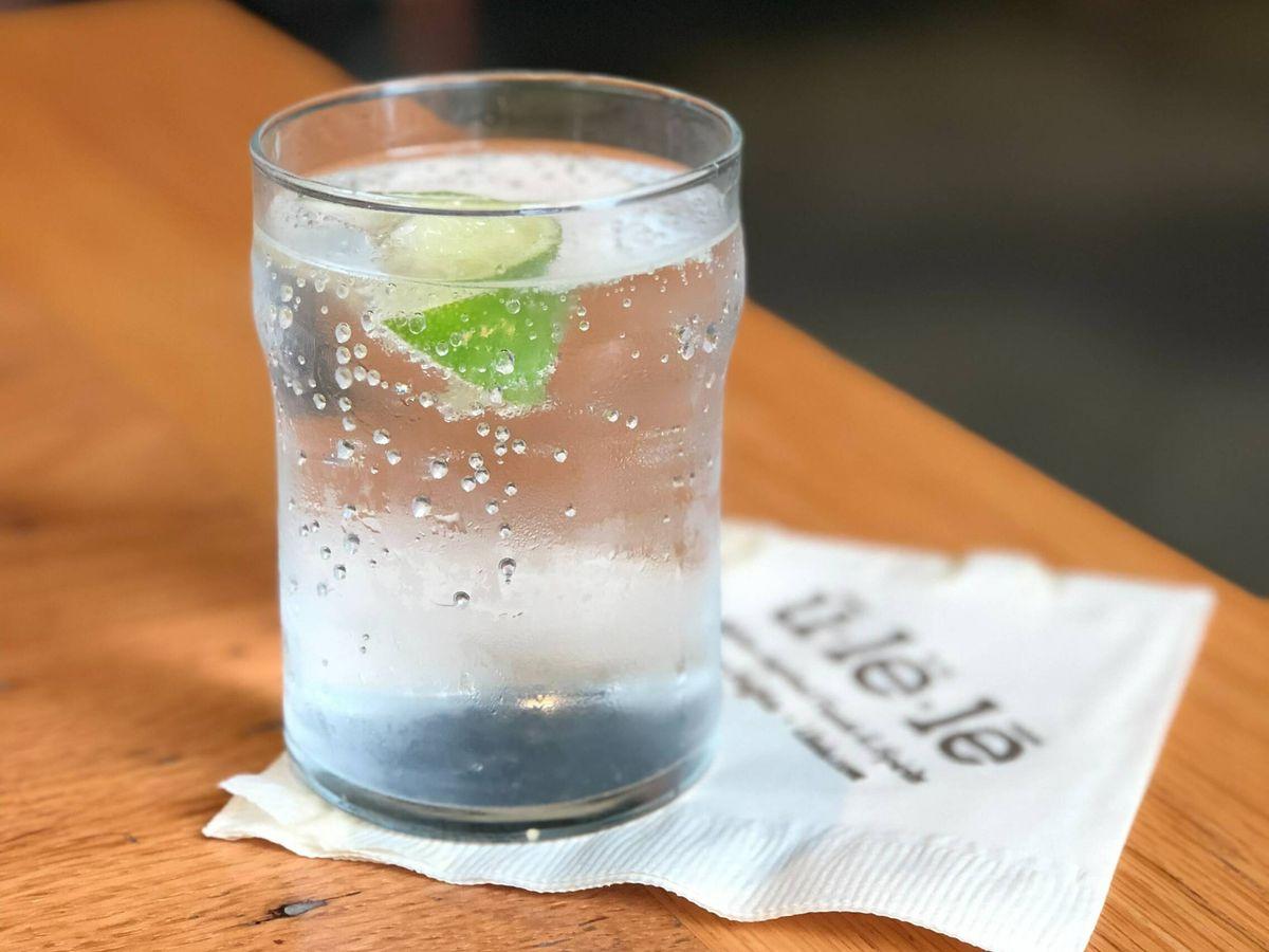Foto: Agua con gas, la alternativa a los refrescos que no engorda. (Nicole Wilcox para Unsplash)
