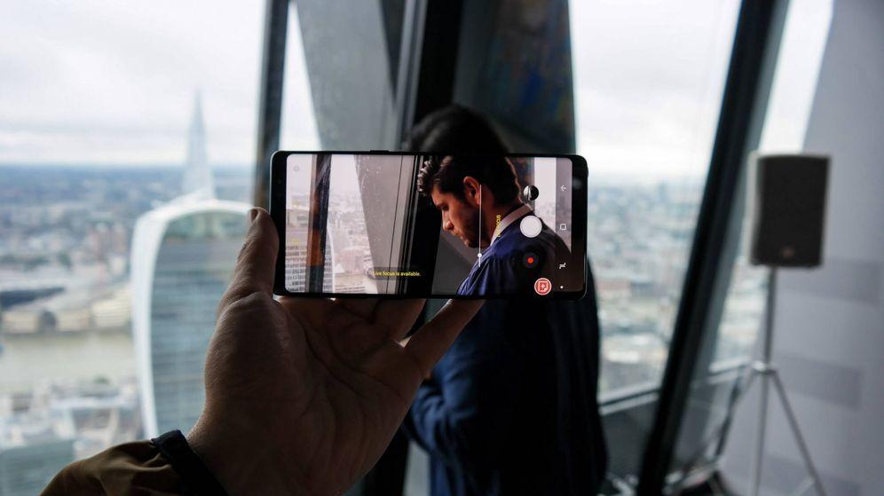 Foto: Detalle de la pantalla infinita del Note 8 con la interfaz de la cámara (M.Mc)