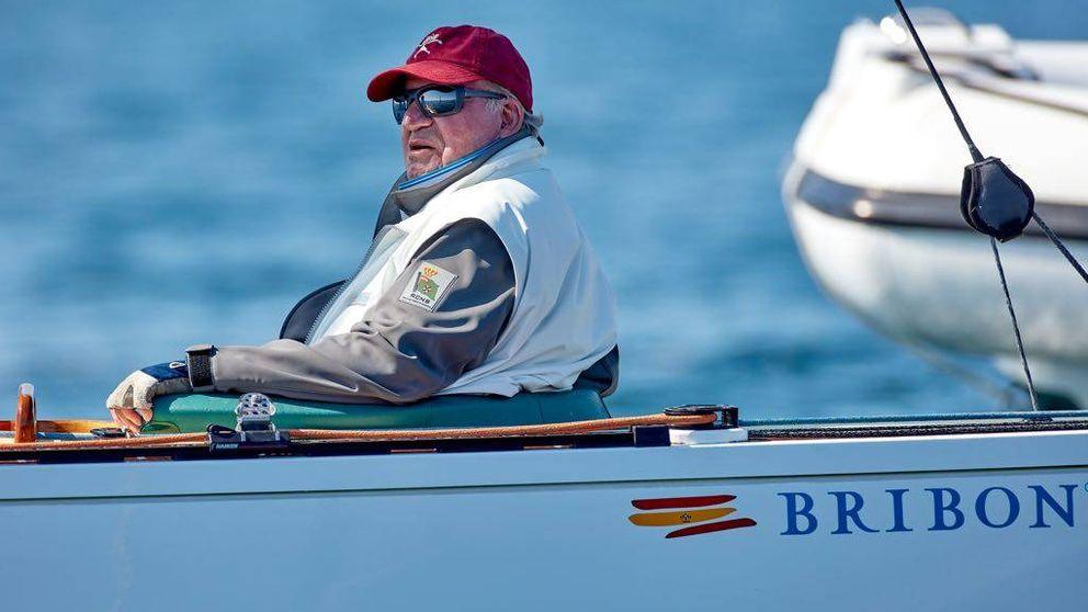 El rey Juan Carlos reaparece en las regatas mientras protagoniza otro escándalo