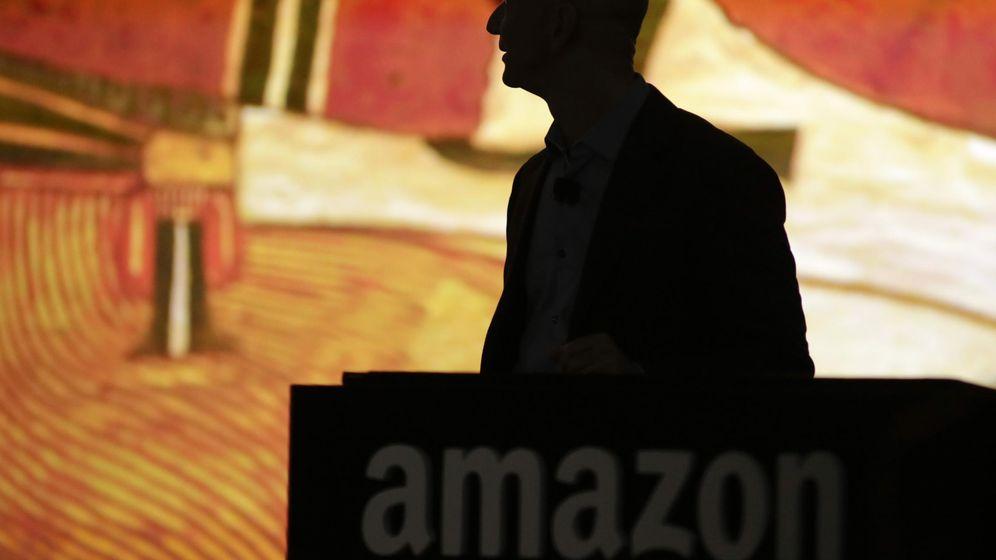 Foto: La silueta a contraluz de Jeff Bezos, fundador de Amazon (Reuters)