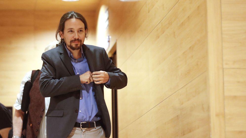Foto: El secretario general de Podemos, Pablo Iglesias, antes de intervenir en una conferencia en la UCM sobre 'El rapto de Europa. Entre Maastricht y el Brexit'. (EFE)
