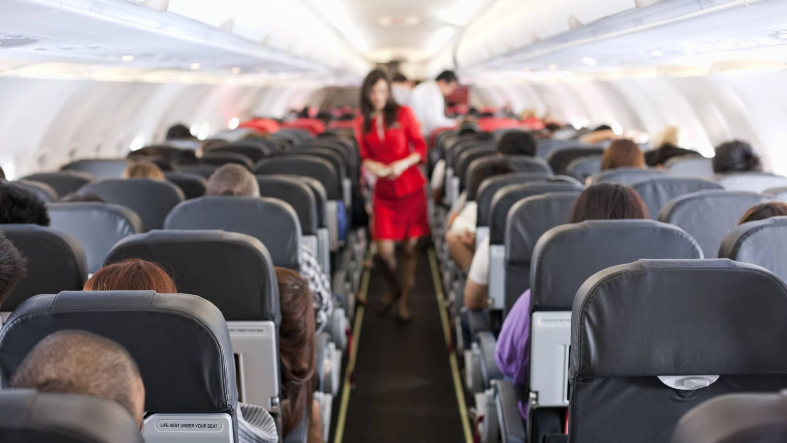 Viajar en avión: Los asientos que debes evitar en un avión, según ...