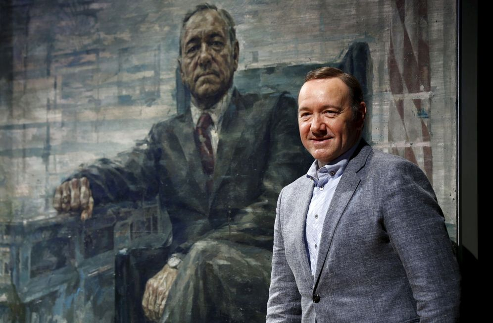 Foto: Kevin Spacey posa ante un retrato de Francis Underwood, su personaje en 'House of Cards'. (Reuters)
