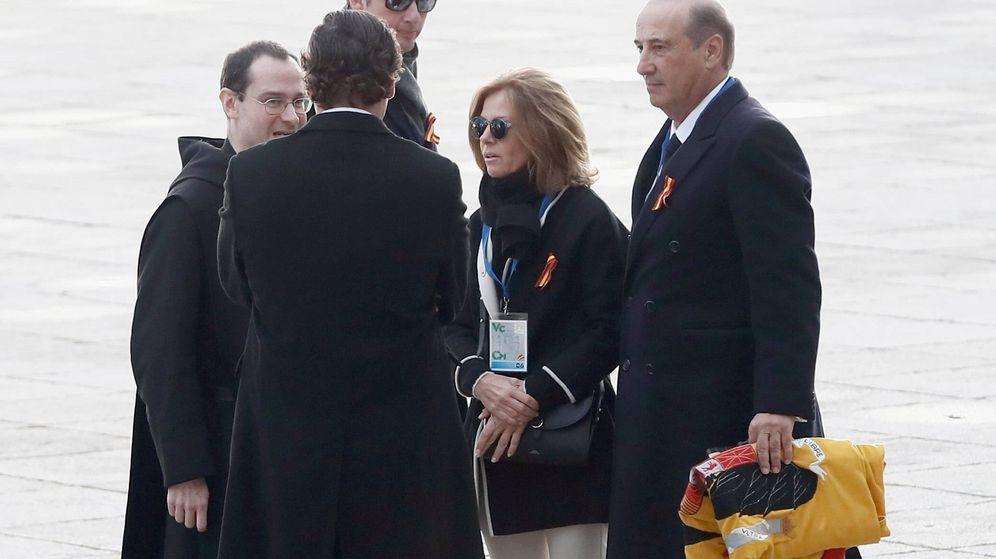 Foto: Francis Franco, junto a otros familiares del dictador en el Valle de los Caídos. (EFE)