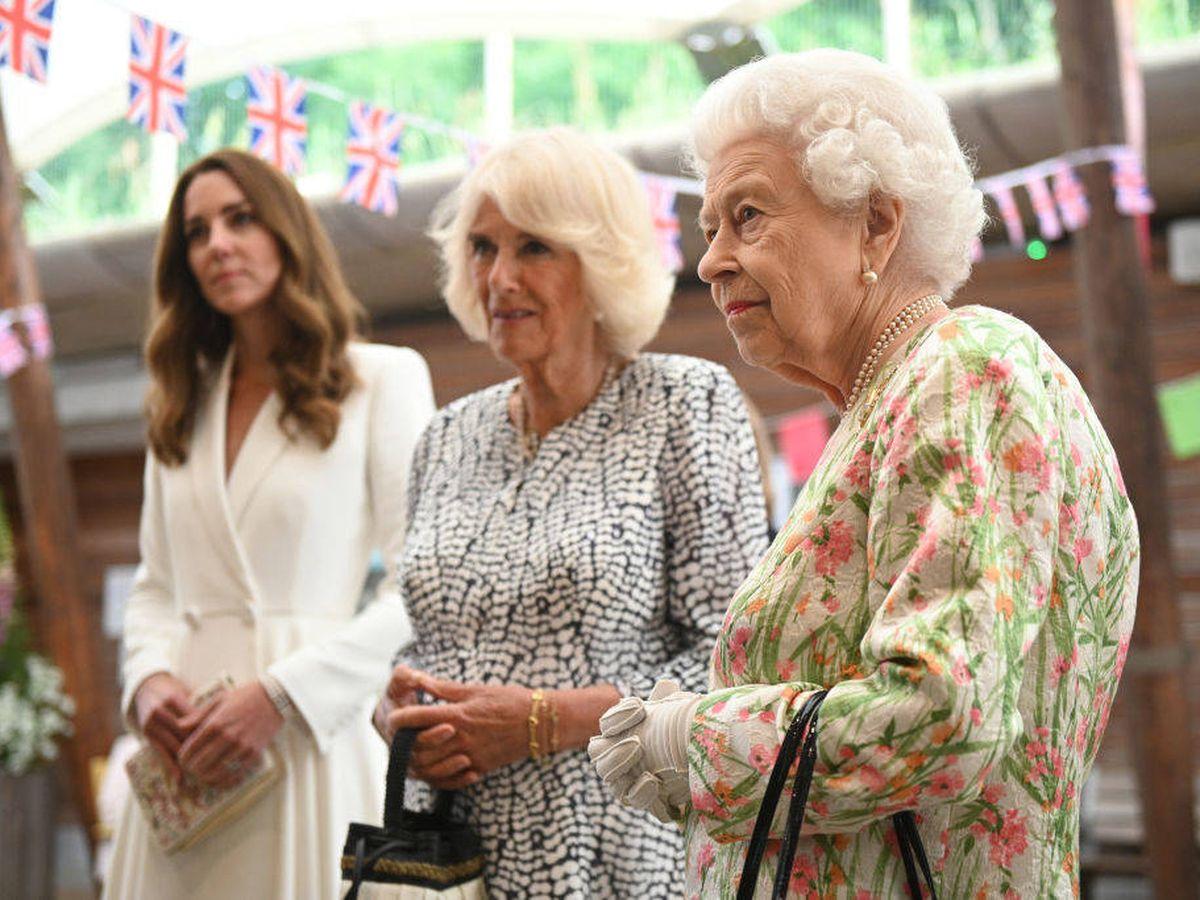 Foto: Isabel II con Kate Middleton y Camilla Parker. (Getty)