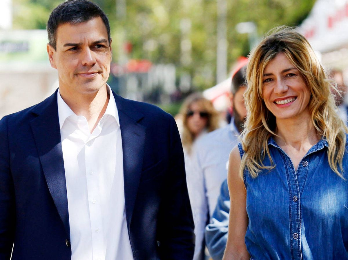 Foto: Pedro Sánchez y Begoña Gómez, en la Feria del Libro. (Getty)