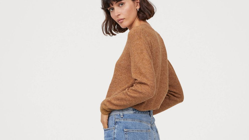 El jersey de H&M, por menos de 20 euros, que salvará tus looks de esta temporada es combinable y favorecedor