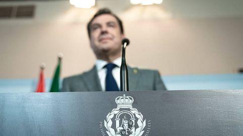 Laureles y una nueva corona en el escudo de Andalucía aparecen en pleno covid