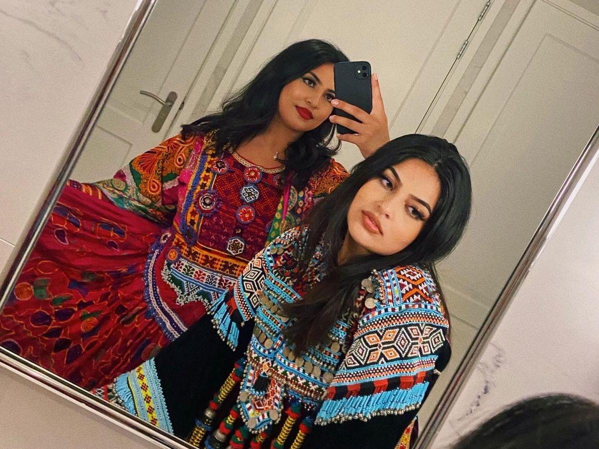 Foto: Mujeres posan con el traje tradicional afgano, en Rotterdam. (Reuters)