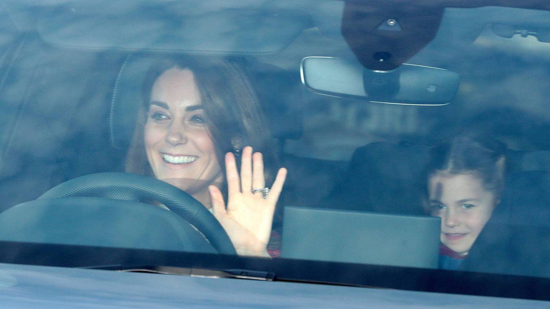 Kate Middleton asiste al palacio de Buckingham para el almuerzo de Navidad. (Cordon Press)