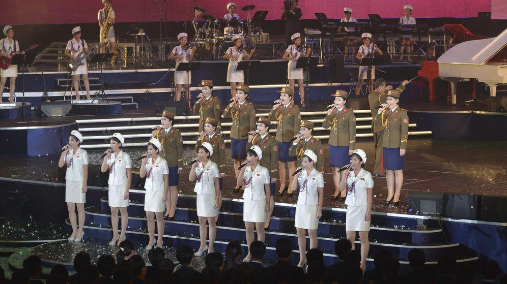Foto: La banda Moranbong y el Coro Nacional en una imagen de archivo. (Reuters)