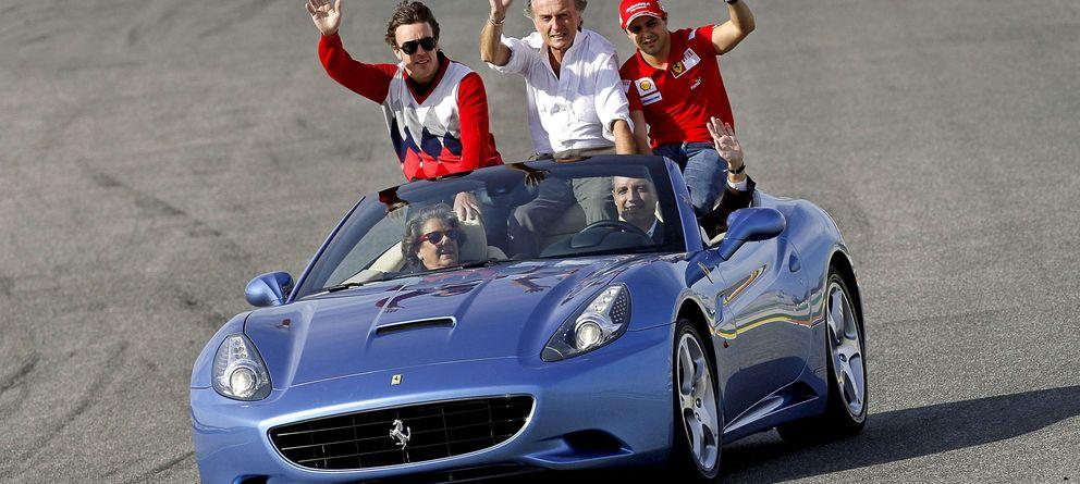 Foto: Camps y Barberá a bordo de un Ferrari California junto a ALonso y Massa
