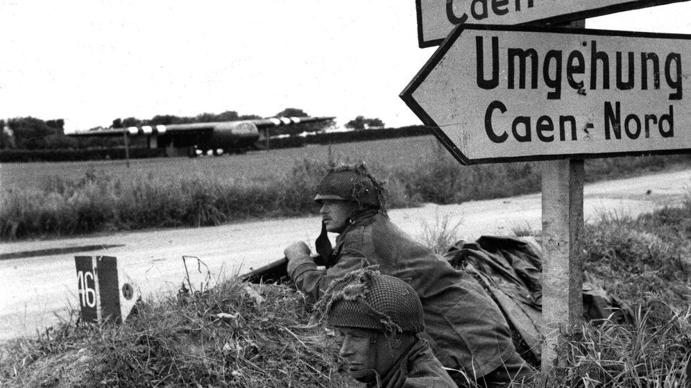 Foto: Soldados apostados en una encrucijada en Banville. (Cordon Press)