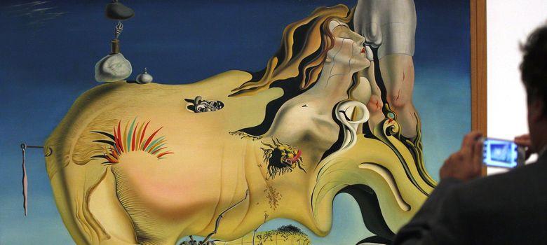 Foto: La exposición de Dalí en el Reina Sofía superó los 70.000 visitantes en pocos días. Arriba, Rostro del gran masturbador, de 1929. (EFE)