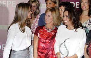 La princesa Letizia se rencuentra con sus excompañeras de trabajo