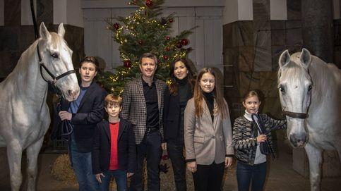 El original vídeo navideño de Federico, Mary y sus hijos... en un establo