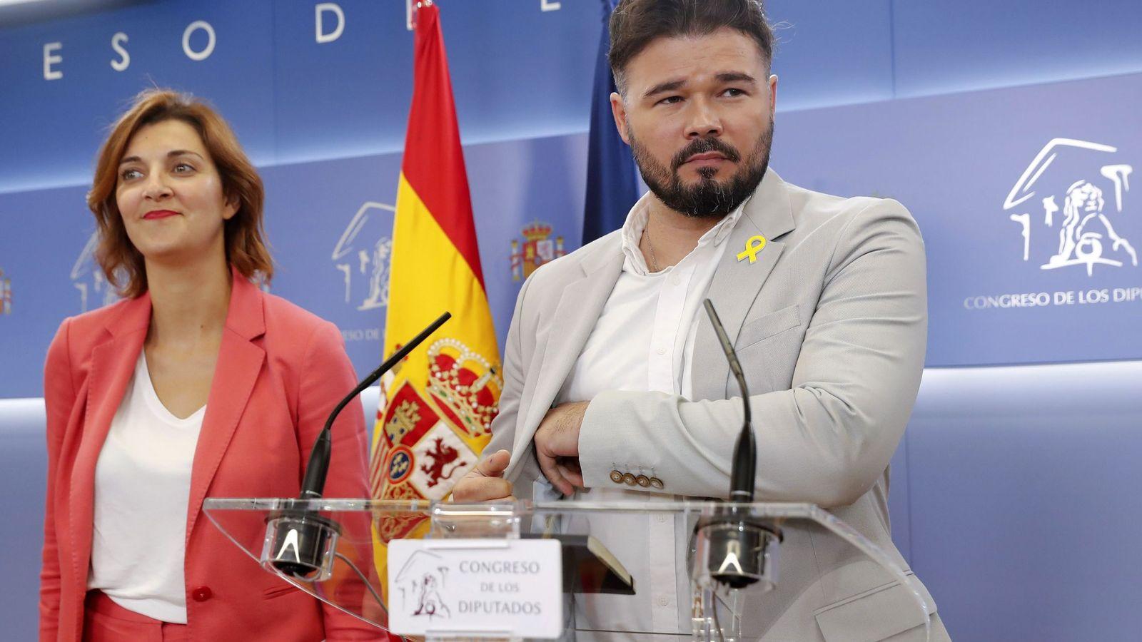 Foto: Gabriel Rufián, portavoz de ERC en el Congreso, con su adjunta, Carolina Telechea, este 4 de septiembre en el Congreso. (EFE)