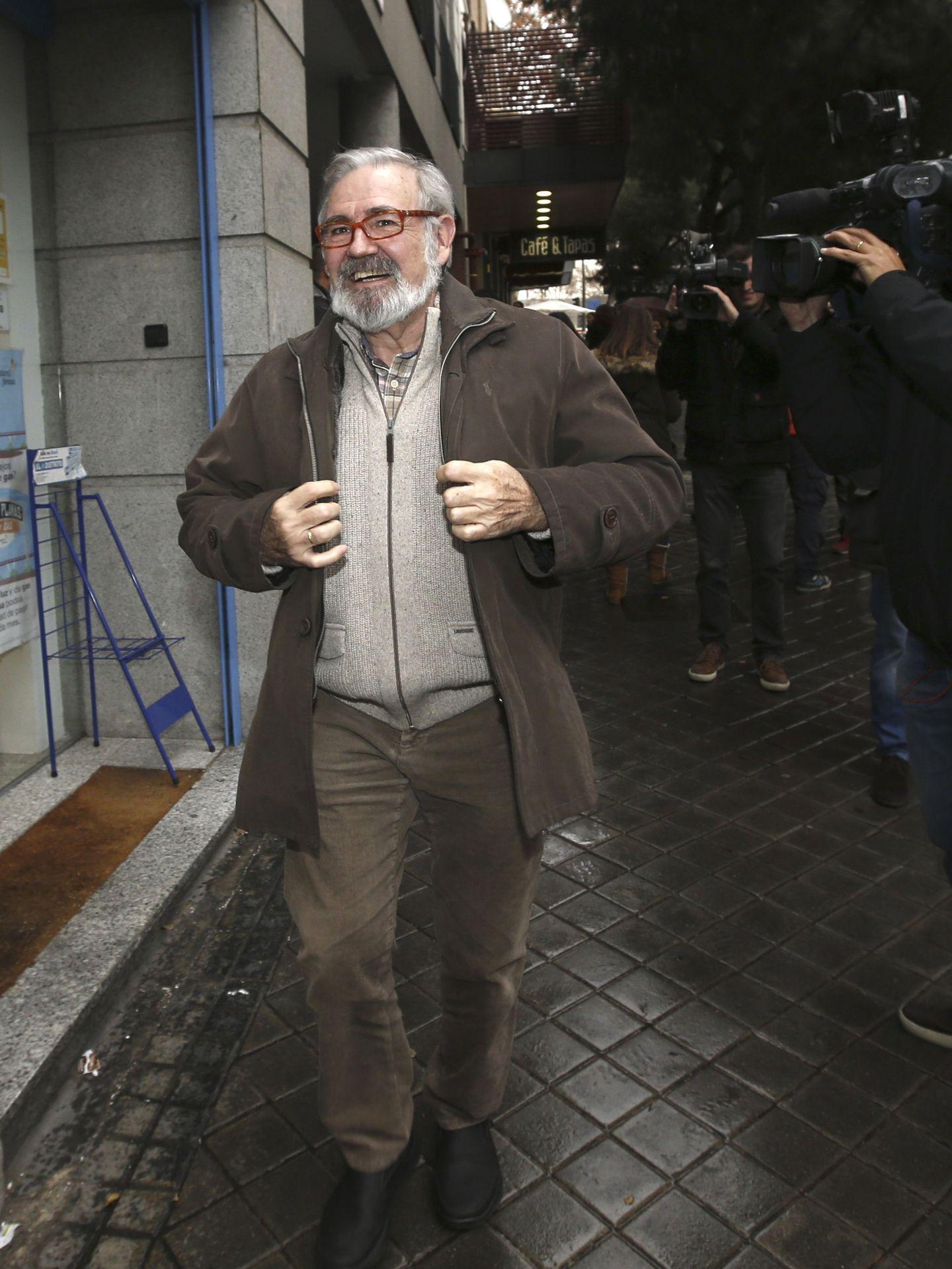 El exministro Juan Manuel Eguiagaray Ucelay, a su llegada a la reunión que varias decenas de históricos dirigentes del PSOE realizaron en Madrid. (EFE)