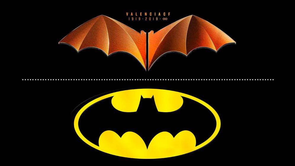 Foto: Comparación del logo del centenario del Valencia y el logo de los cómics de Batman. (EC)