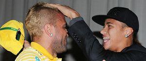 Foto: Alves quiere 'fichar' a Neymar pero él no sabe aún si seguirá