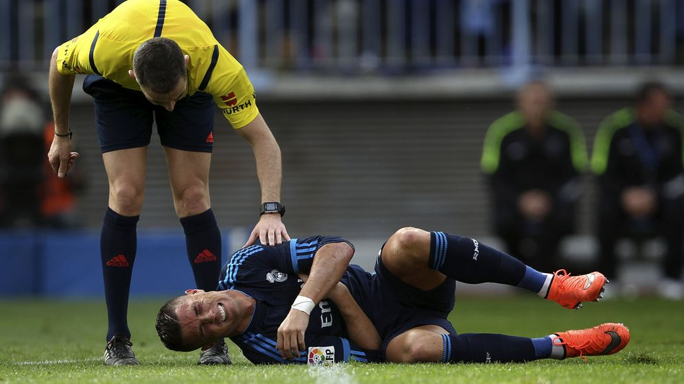 Foto: Cristiano Ronaldo se duele tras una caída.