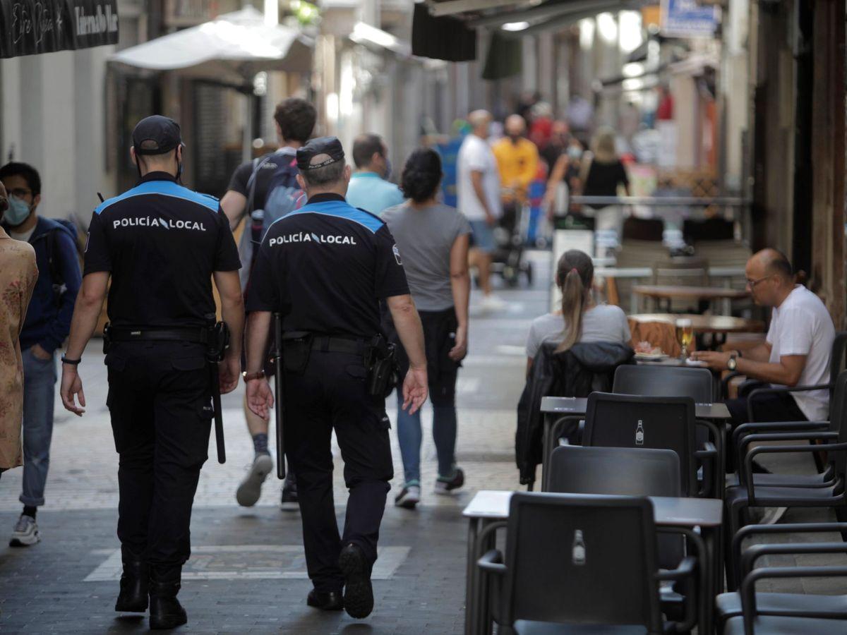 Foto: Policía en A Coruña. (EFE)